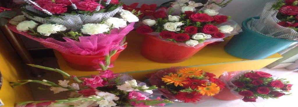 Roorbach Flowers 10 Photos Florists 961 S 29th St Manitowoc Plan Your Visit