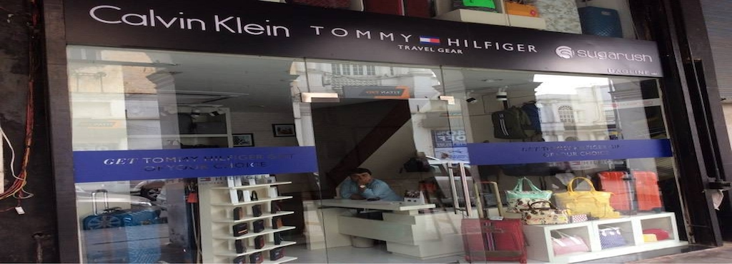 Tommy Hilfiger Travel Gear, Connaught Place - Bagline Inc - Travel ... e974721a66ca