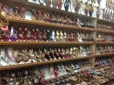 Ladies footwear dealers in delhi