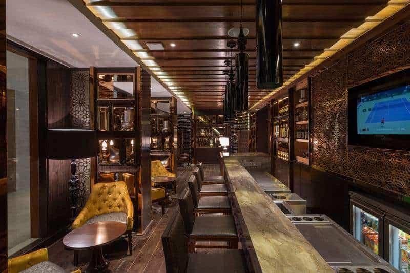 Ten Kings Bar Holiday Inn Jaipur City Centre Photos C Scheme