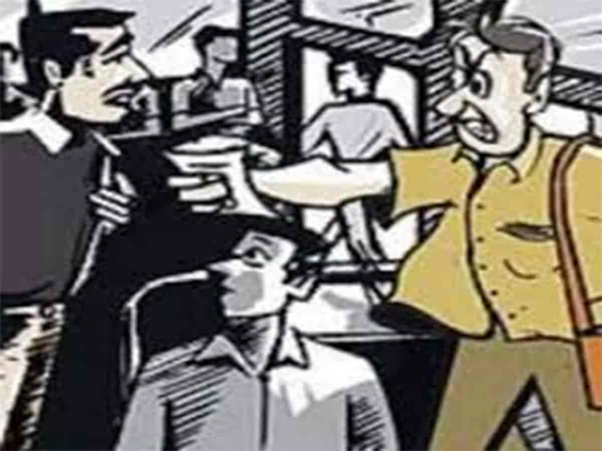 BMTC bus conductor, driver bash up passenger over Rs 3