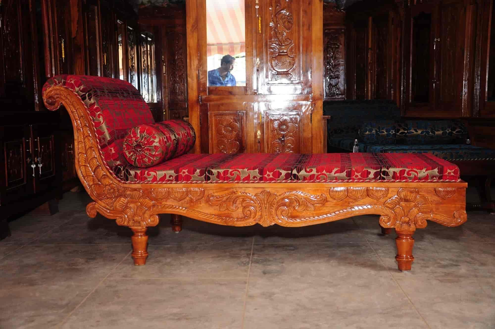 Merveilleux Royal Furniture