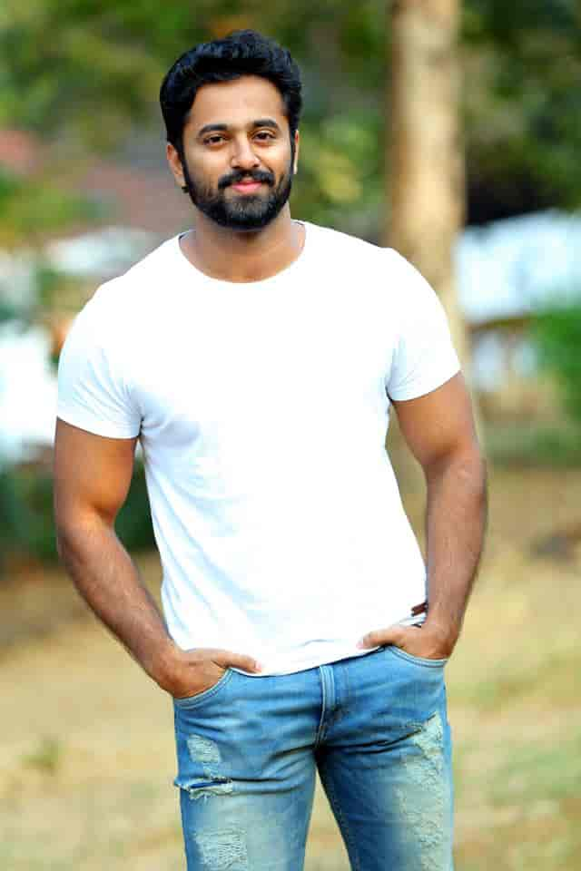 unni mukundan photos download