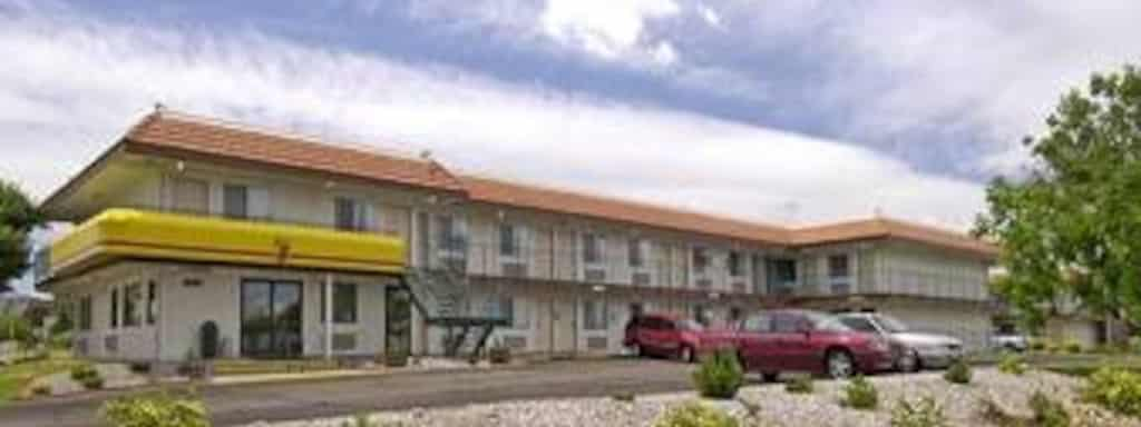 super 8 hotel near value place aurora book a room justdial us